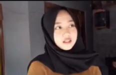 Gegara Nama, Gadis Cantik Berhijab Ini Viral, Berikut Pengakuan Sang Mama - JPNN.com