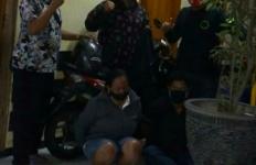 Ibu Rumah Tangga Bersama Teman Pria Beraksi, Tak Sadar Wajah Terekam CCTV - JPNN.com