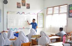 Kemendikbud Akui Guru Honorer Kesejahteraannya Minim tetapi Tugasnya Banyak - JPNN.com