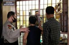 Digerebek Sedang Asyik Berbuat Terlarang, Oknum PNS Ini Bikin Malu Institusi - JPNN.com