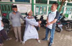 Viral, Aksi Heroik Marbot Masjid Tangkap Pencuri Uang Kotak Amal, Lihat Gayanya - JPNN.com