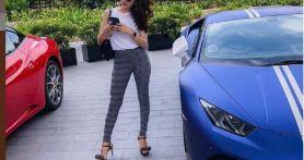 Cantiknya Hana Hanifah Berpose di Mobil Sport Hingga Klasik