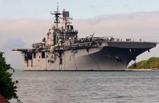 Kapal Perang Amerika Berjam-jam Dikepung Api, Belasan Orang Jadi Korban - JPNN.com