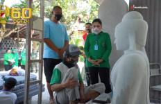 Hetty Andika Perkasa Barikan Bantuan kepada Pengrajin Batu di Magelang - JPNN.com