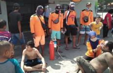 Pantai Parangritis Diserang Ubur-Ubur, Ratusan Orang Terluka - JPNN.com