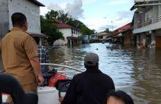 Banjir Besar Melanda Kalbar, 58 Desa Terendam Air, Gelap! - JPNN.com