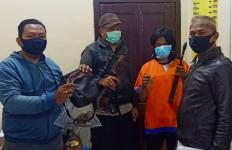 Buru Babi dengan Senjata Api Rakitan, Tak Menyangka Dijemput Polisi - JPNN.com
