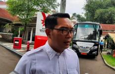 Kang EmilMengadu padaJokowi soal Sekolah Asrama Milik Negara yang Tak Bisa Diakses Pemda - JPNN.com