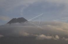 Rabu Malam Gunung Merapi Muntahkan Guguran - JPNN.com