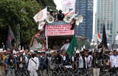 Demonstrasi di Depan DPR, Ada yang Minta Makzulkan Jokowi - JPNN.com
