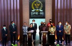 Jokowi Utus 1 Menko dan 5 Menteri Demi Sepucuk Surat soal RUU BPIP - JPNN.com
