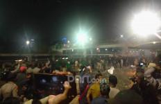 Massa Penolak RUU Omnibus Law Bubar, Suara Petasan Terdengar - JPNN.com