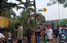 Perang Antara Pelajar dengan Warga Pecah di Cibinong Bogor, Pakai Senjata Tajam - JPNN.com