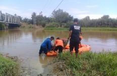 Zainal Berani Menyelam di Sungai Habitat Buaya, Belum Nongol Lagi - JPNN.com