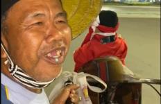 Gowes Malam di Bundaran Senayan, Tersentuh Tukang Pijat Bersepeda Berpelantang Pengajian - JPNN.com