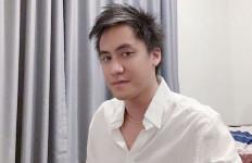 Kevin Aprilio Potong Rambut Jelang Pernikahan, Penampilannya Bikin Pangling - JPNN.com