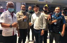 Shin Tae Yong Dikawal Ketat Saat Mendarat di Indonesia - JPNN.com
