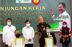 Menkes Datang Bawa Insentif untuk Nakes di Jateng, Pak Ganjar Semringah - JPNN.com