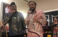 Heboh! Pak Mahfud MD Bermusik Ria di Malam Masa Pandemi - JPNN.com