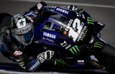 Dramatis, Vinales Bikin Rossi Gigit Jari di FP1 MotoGP Andalusia - JPNN.com