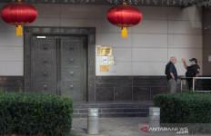Pejabat Amerika Bawa Massa ke Kantor Konsulat Tiongkok, Pintu Didobrak, Mencekam - JPNN.com