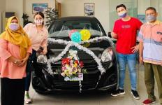 Raffi Ahmad dan Nagita Slavina Beri Penggemar Mobil - JPNN.com