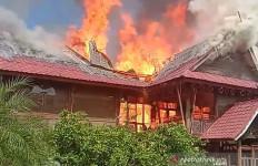 Pesantren Darul Arafah Sumut Habis Terbakar, Bangunan Tinggal Puing - JPNN.com