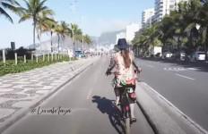 Intip Keseruan Luna Maya Naik Sepeda Saat Liburan ke Brazil - JPNN.com