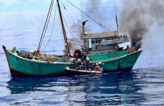 Kapal Bakamla RI Tangkap Kapal Ikan Vietnam di Laut Natuna Utara - JPNN.com