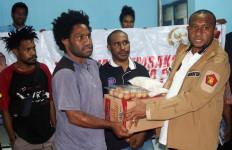 Yan Mandenas Menjembatani Aspirasi Mahasiswa Papua dan Papua Barat Terdampak Pandemi - JPNN.com