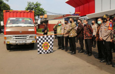 Kemensos Serahkan 2.000 Paket Sembako kepada KBPP Polri - JPNN.com
