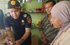Bea Cukai Riau dan Pekanbaru Gempur Rokok Ilegal Lewat Operasi Pasar - JPNN.com