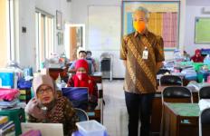 Ganjar Sidak ke Sekolah, Mengingatkan Para Guru Patuh Protokol Kesehatan - JPNN.com