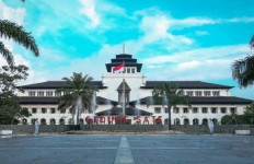 Dipimpin Kolonel Purnwirawan Sugeng, Presidium KAMI akan Datangi Gedung Sate - JPNN.com