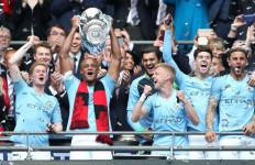 Tak Ada Tradisi Angkat Trofi di Final Piala FA, Benarkah? - JPNN.com