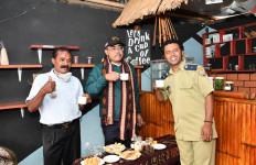 Singgah di Warung Bumdes, Gus Jazil: Rasa Kopi Ende Sangat Khas - JPNN.com