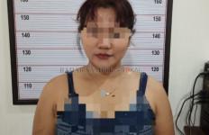 Wanita Muda Mencuri Hp di Hadapan Polisi, Nekatnya Keterlaluan - JPNN.com