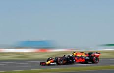 Seru! Verstappen Mengalahkan Lewis Hamilton - JPNN.com