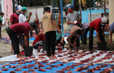 Fatih Bilingual School Mendistribusikan Ribuan Paket Daging Kurban - JPNN.com