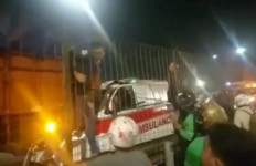 Ambulans Tabrak Truk di Tol Kebon Jeruk, Braak! Sopir Tewas - JPNN.com