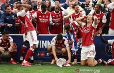 Lihat Reaksi Pemain Arsenal Setelah Trofi Piala FA Jatuh Cerai-berai - JPNN.com