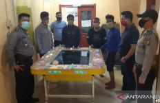 Masyarakat Resah, Polisi Ubrak-abrik Tempat Maksiat, 4 Orang Lagi Begituan - JPNN.com