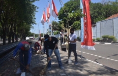 Letkol Laut Herbiyantoko Bersama Anggota Denma Koarmada II Tanam Pohon Tabebuya - JPNN.com