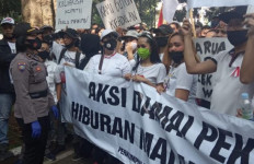 Pemkot Bandung Didemo Pekerja Spa dan Karaoke, Ridwan Kamil Bilang Begini - JPNN.com