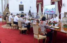 Jokowi dan Sejumlah Menteri Tak Pakai Masker Saat Rapat, Begini Alasan Istana - JPNN.com
