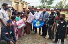PWNU Aceh Serahkan Bantuan Untuk Pengungsi Rohingya - JPNN.com