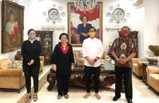 Tanpa Alas Kaki Sowan Bu Megawati, Gibran Pulang Bawa Wejangan - JPNN.com