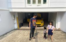Rian D'Masiv Pamer Foto Bareng Anak di Rumah, Warganet Malah Fokus ke Barang Ini - JPNN.com