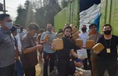 Polisi Mengintai Truk Sembako Gula, Dibongkar Saat di Tol Tangerang-Merak, Lihat Nih - JPNN.com