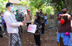 Pak Ganjar Selesaikan Pemasangan 600 Sambungan Listrik Gratis untuk Warga Wonogiri - JPNN.com
